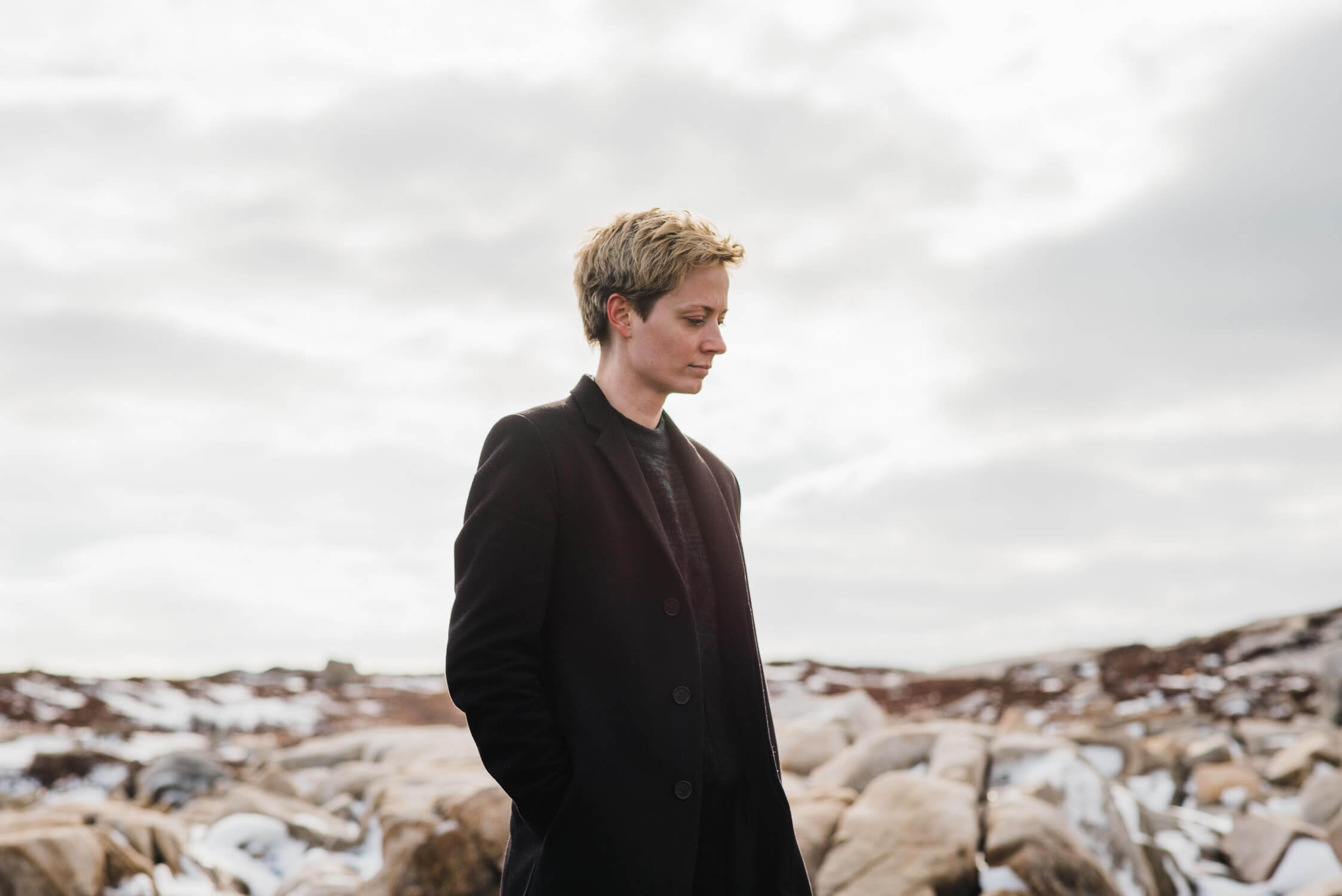 Local musician, Mo Kenney, stands on the rocks at Duncan's Cover